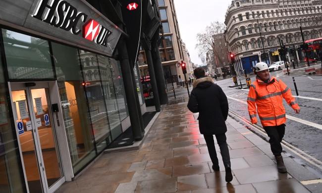 Намалява броят на заразените с коронавирус във Великобритания