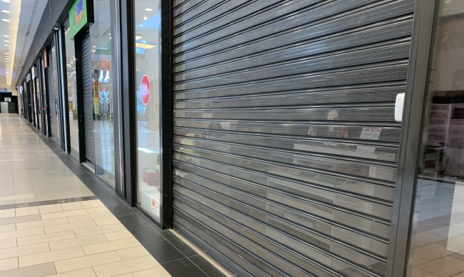 Магазините в моловете отчитат милиони загуби