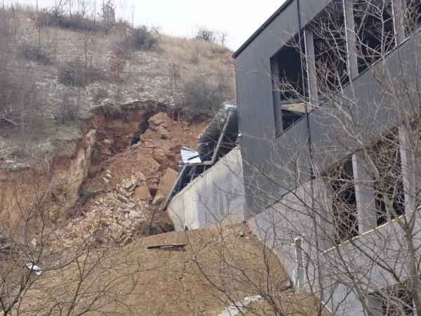 Снимка: БГНЕССрутване на скали засегна все още нефункциониращото депо за