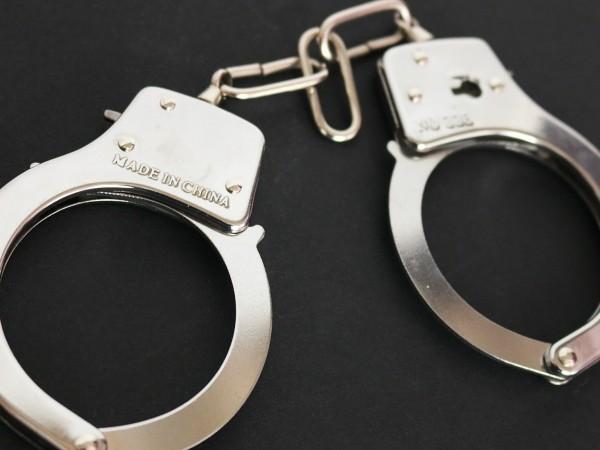 Трима младежи са арестувани, след като са се качили на