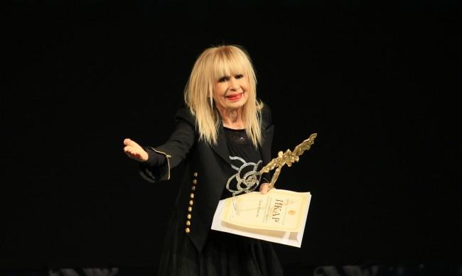 Лили Иванова отлага турнето си за края на годината