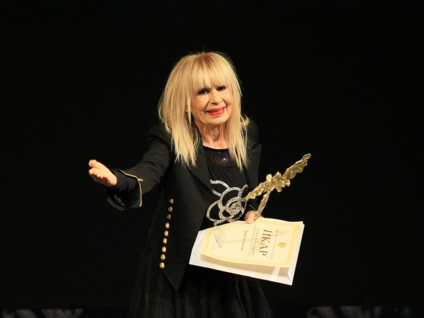 Лили Иванова отлага цялото си турне за периода септември -