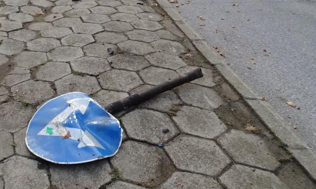 Helpbook: Отново сигнал за паднал важен пътен знак на Околовръстното