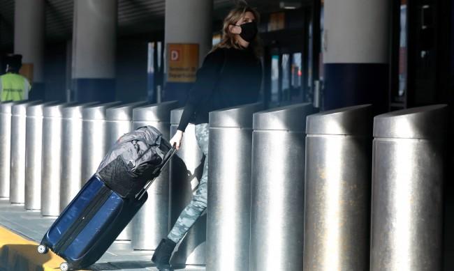 Пристигащите със самолет в САЩ – с тест и под карантина