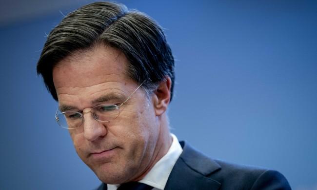 Каква е българската връзка зад оставката на правителството на Нидерландия?