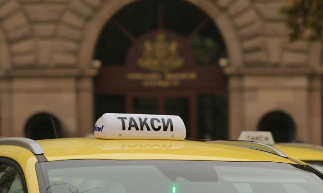 Тарифите на такситата скачат от два до три пъти