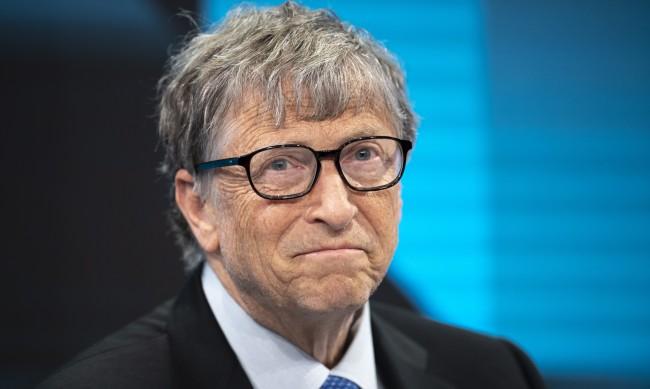 Бил Гейтс се ваксинира срещу коронавируса