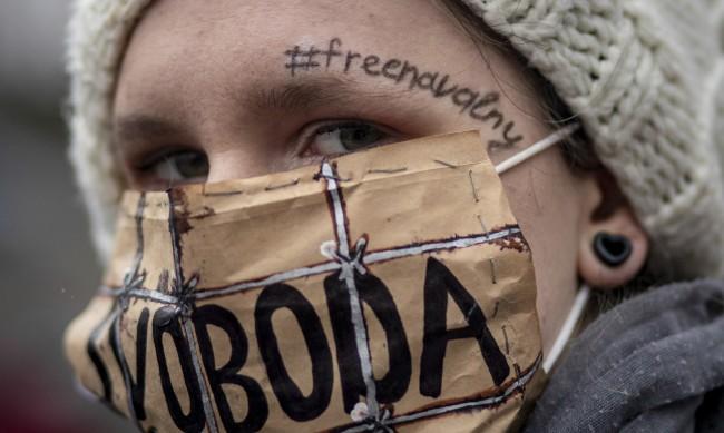 Арестуваните на протестите в подкрепа на Навални все повече
