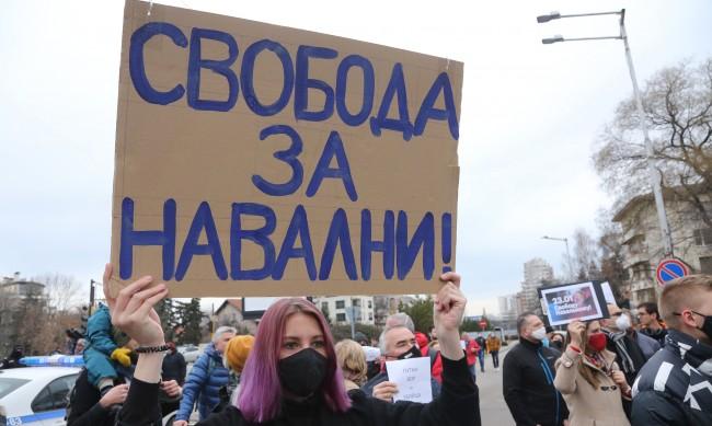 Захариева осъди арестите в Русия, според Нинова това е вътрешен проблем