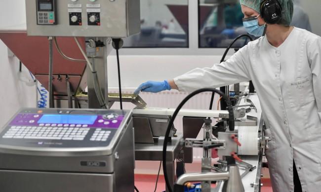 Франция иска отрицателен PCR-тест за европейци от утре