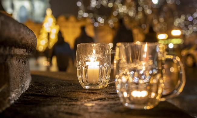 С бира и наздраве чешките пъбове отвориха в знак на протест