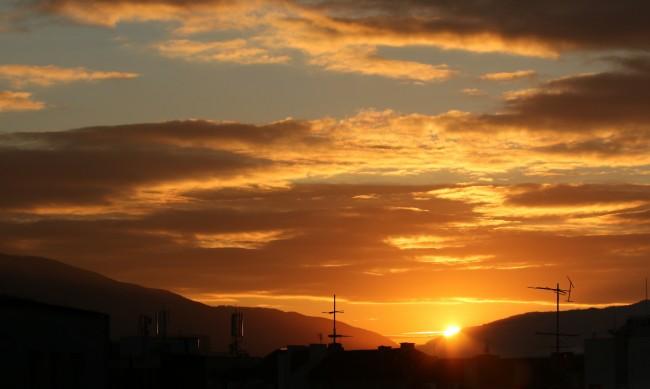 Топло, но променливо днес: Слънце ще пече, дъжд ще вали