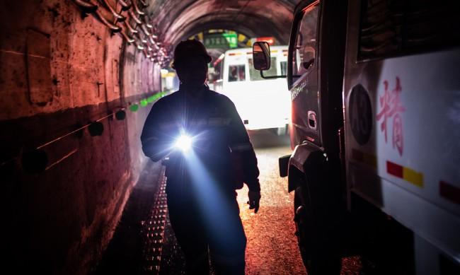 Спасиха 11 китайски миньори след 14 дни под земята