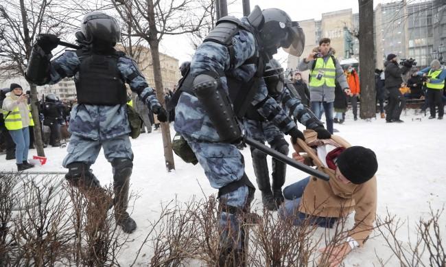 След протеста: Русия пуска задържаните, сред тях 70 непълнолетни