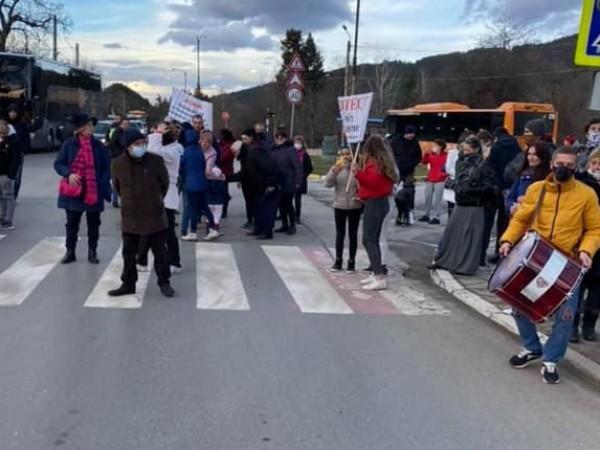 Протестиращи жители на Панчарево и Кокаляне блокираха пътя Самоков -