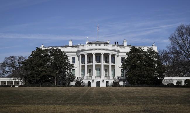 Новият щам от Южна Африка изплаши САЩ, взимат мерки