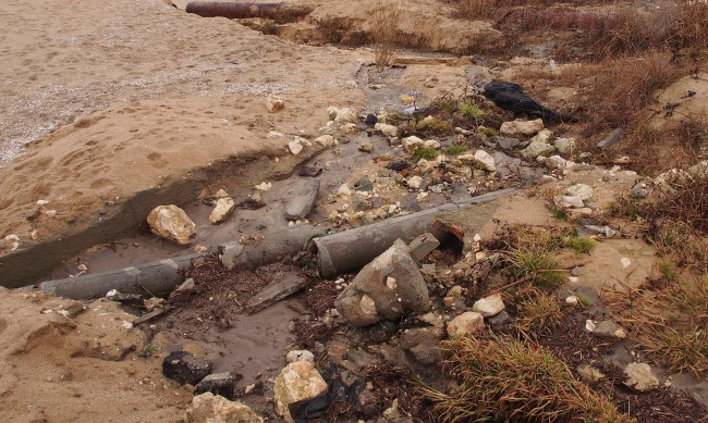 Ново изтичане на отпадни води във Варненското езеро