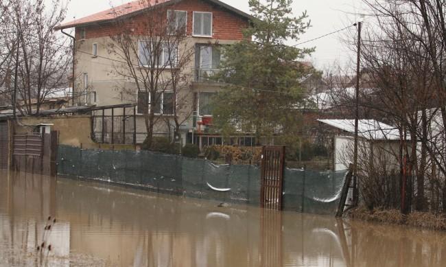 В Петърч още чакат обезщетения за наводненията, описват щети