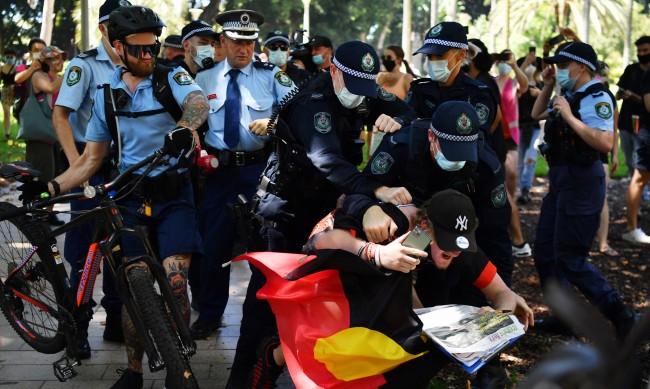 Арести за нарушени COVID мерки на Деня на Австралия