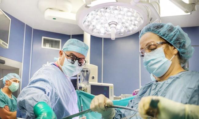 """Екипи на ВМА и """"Пирогов"""" спасиха 11-месечно дете с рядък тумор"""