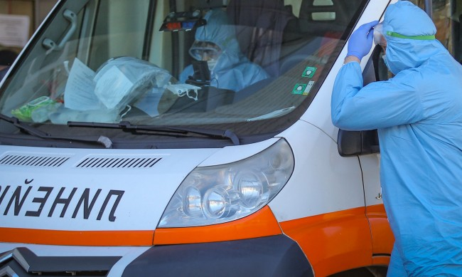 Откриха трима заразени при тестове на педагози в Хасковско