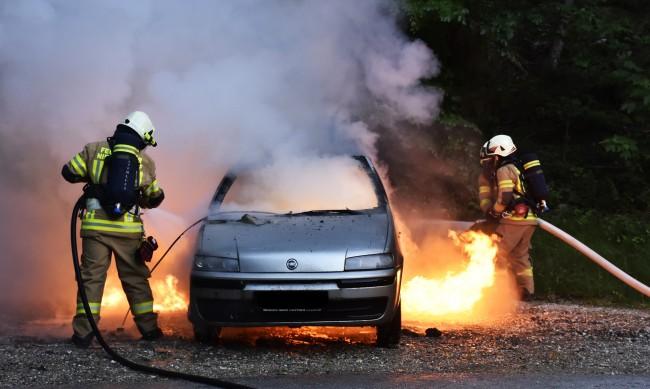 Пиян мъж изгоря в колата си
