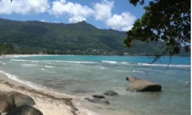 Сейшелите отварят границите си, но за ваксинирани туристи