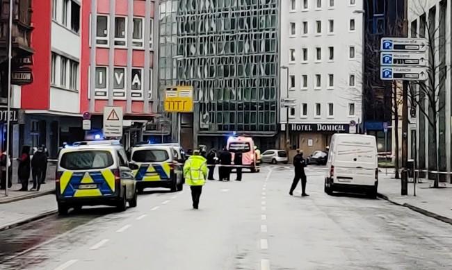 Няколко души са пострадали при атака с нож във Франкфурт