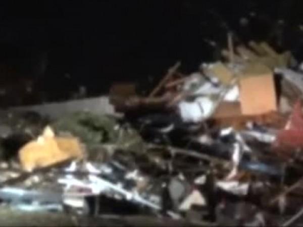 Мощно торнадо връхлетя американския щат Алабама. Стихията отне живота на