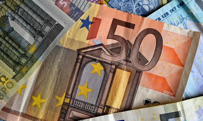 Арестуваха българин, платил на фризьорка в Берлин с фалшиви 500 евро