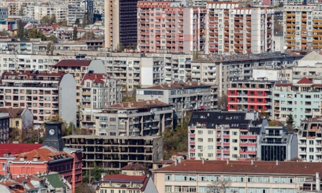 Над 30% от жилищата в България са необитаеми, 41% са пренаселени