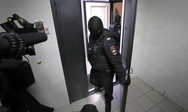 Московската полиция претърси апартаменти на семейство Навални, арестува брат му