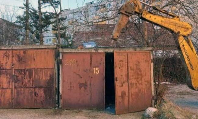 """Продължава премахването на незаконни гаражи в """"Слатина"""""""