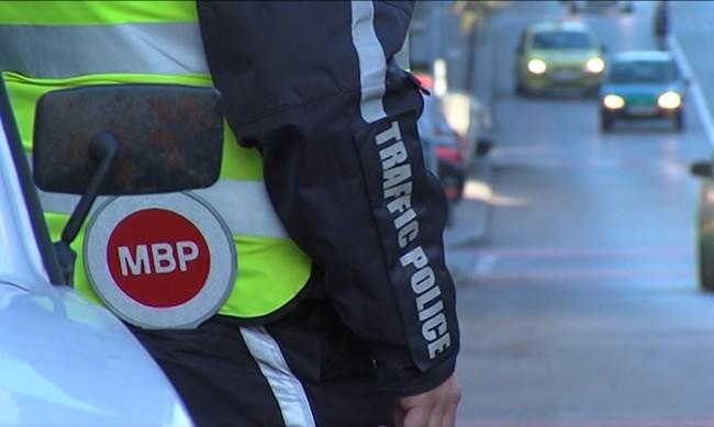 7 месеца затвор за мъж, влачил 20 м полицай с колата си