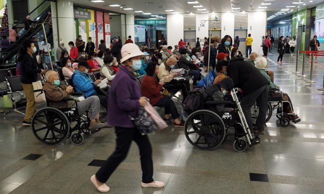 Първа жертва на коронавируса в Тайван от осем месеца