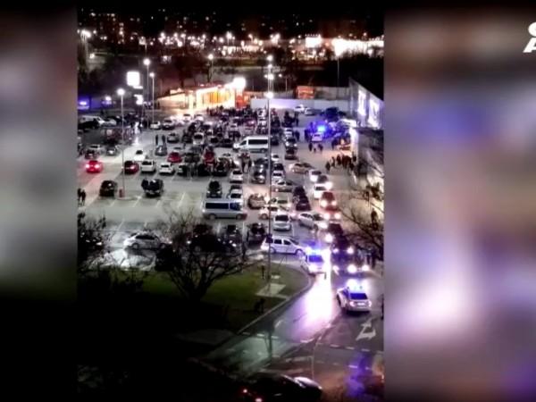 Изненадваща акция на полицията на паркинга на голям пловдивски хипермаркет,
