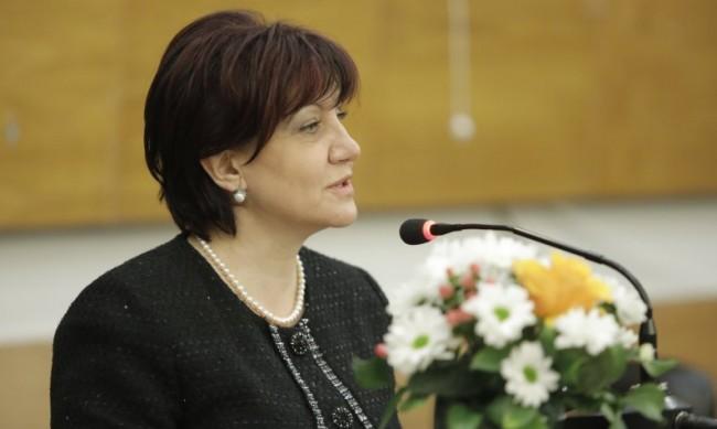 Караянчева: И днес има опити за оправдаване на Народния съд