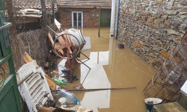 Жители на Кости след потопа: Дойде страшна вълна, няма спокойствие