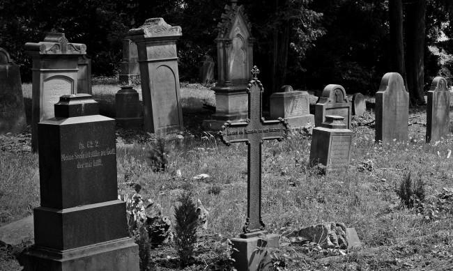 """Гробът, който осъмва с надписа """"Неосъден!"""". Кой е """"Малкият Химлер""""?"""
