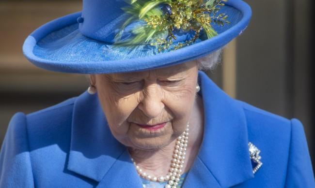 Използва ли Елизабет II правото си на вето, за да защити имуществото си?