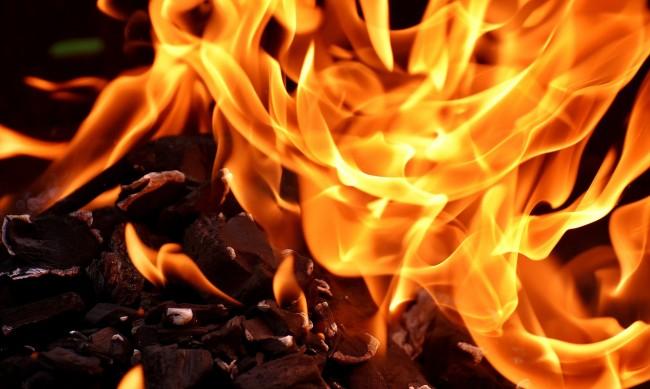 Пожар изпепели храната на 1000 животни от с. Ветрен