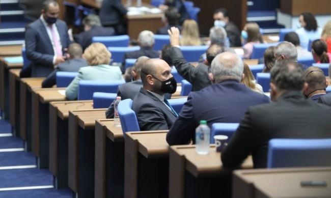 Петъчно: Парламентът заработи от втори опит