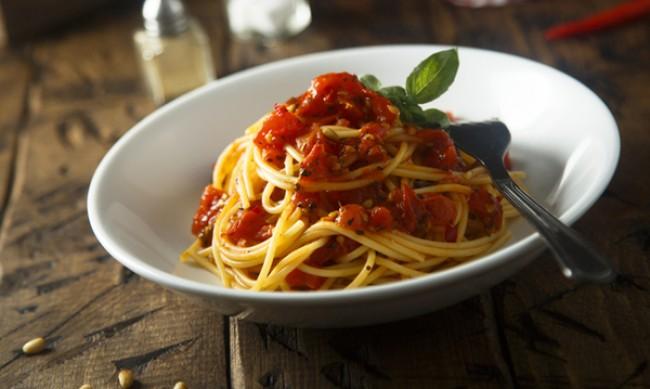 Рецептата Dnes: Доматен сос за паста с подправки