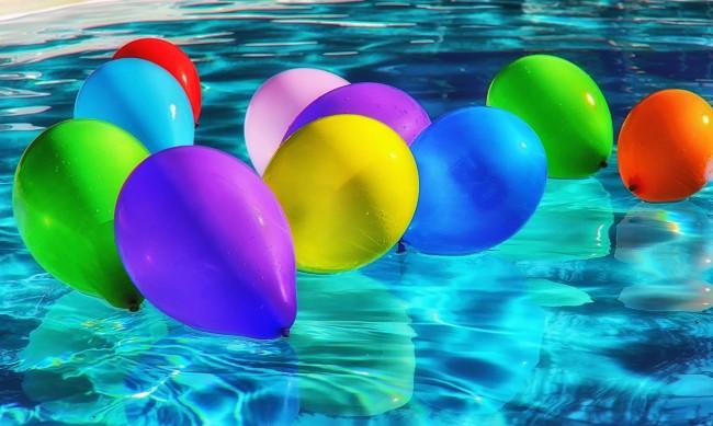 Спипаха 50 души в басейн на нелегален рожден ден