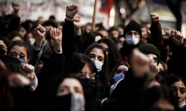 Сълзотворен газ в Гърция срещу протестиращи против ограничителните мерки