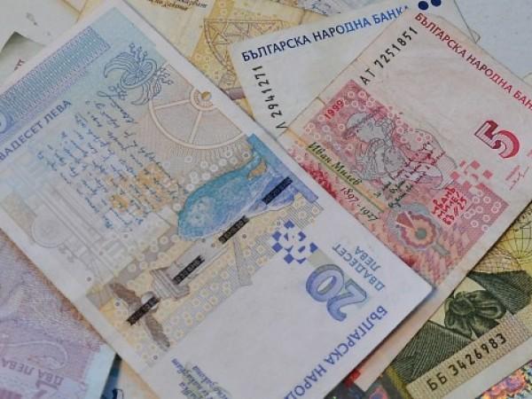 Бързите кредити нарастват въпреки свиването на икономическата активност в кризата.