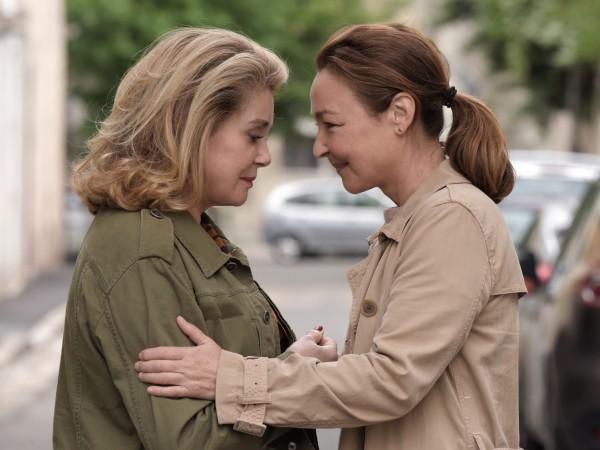 Допирните точки между две жени, изповядващи противоположни житейски възгледи търси