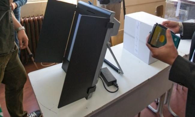 Машините за гласуване се охраняват от жандармерия