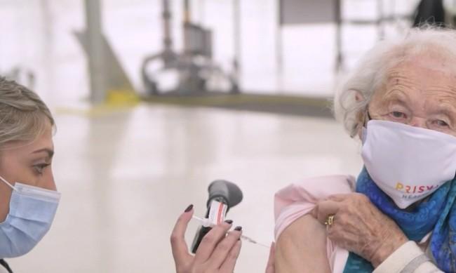 Каква е тайната за дълголетие на 111-годишната и вече ваксинирана Мария?