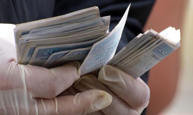 Изследване: 19% от работодателите са намалили заплатите